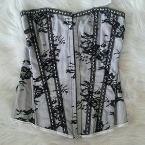 Tops - NWT Daisy Corset White W/Black Lace Size Small